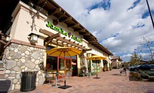 Jamba Juice Exterior with Patio Tables