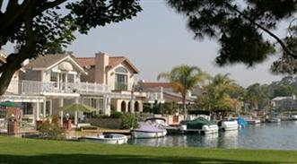 Lake Forest Lake Houses and Boats Docked